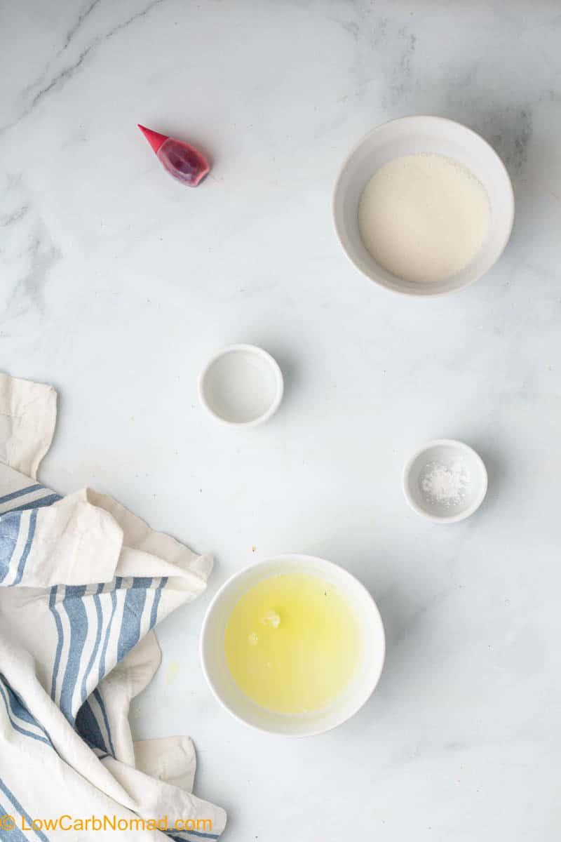 Sugar-Free Keto Strawberry Meringues ingredients